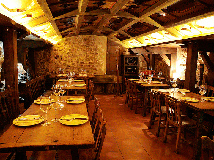 bodega-de-restaurante-león-nuevo-racimo-de-oro