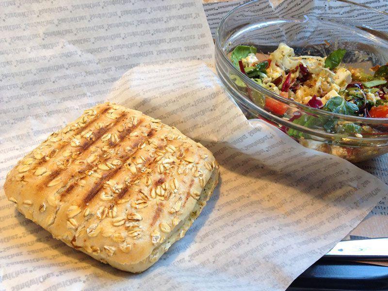bocadillo-sandwich-pollo-bar-restaurante-bocadillos-sandwichez-barcelona