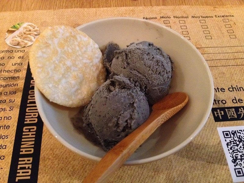 helado_sesamo-negro-mejor-restaurante-chino-barcelona-mr-china