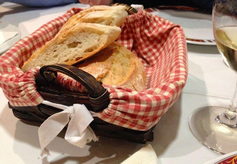 cesta-de-pan-restaurante-barcelona