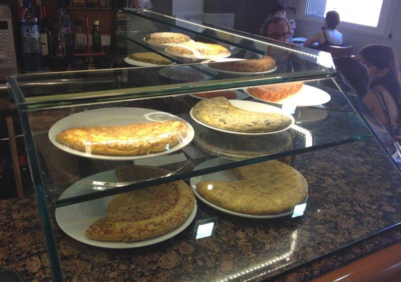 mostrador-tortillas-les-truites-mejores-tortillas-de-barcelona