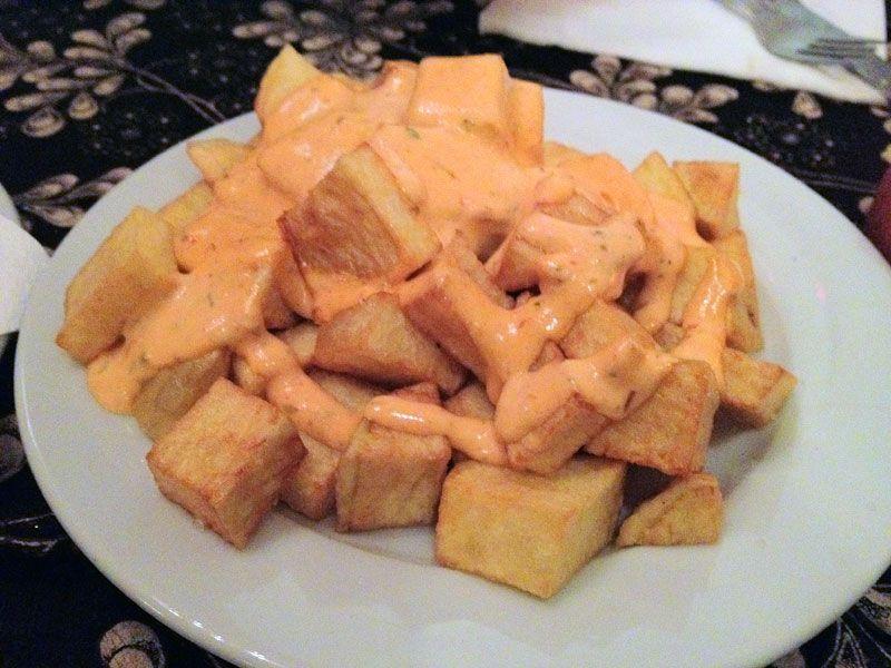 patatas-bravas-la-lluna-de-jupiter-barcelona