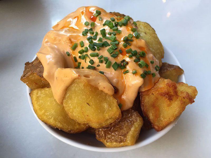 patatas-bravas-restaurante-carmelitas-barcelona