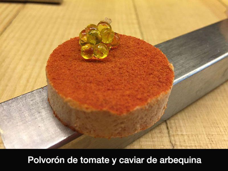 polvoron-de-tomate-restaurante-disfrutar-barcelona-estrella-michelin