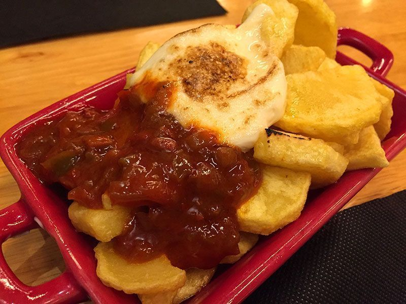 patatas-bravas-restaurante-tingana-barcelona-tapas